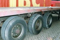 Flatbed semi-trailer - load restraint system failure